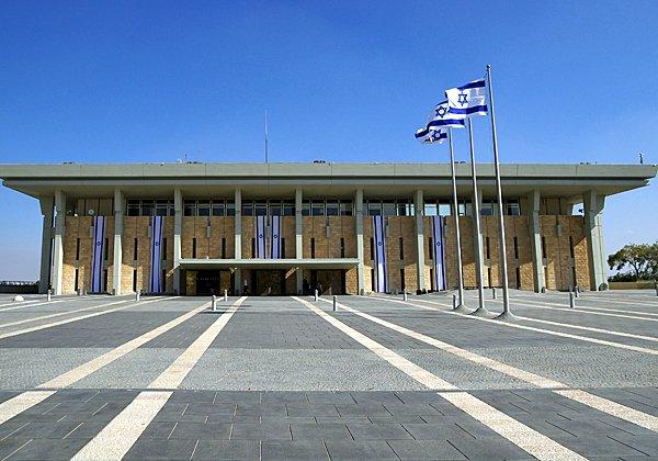 כנסת ישראל, קרוב למלון